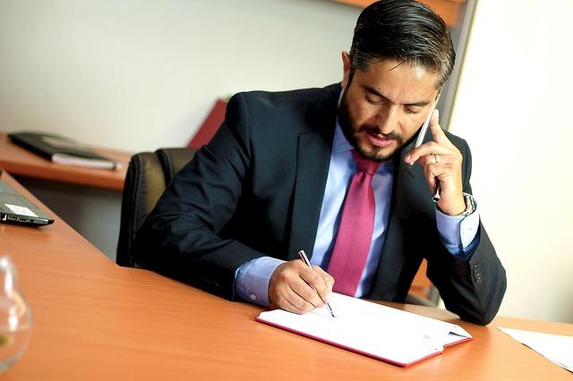 להתייעץ עם עורך דין