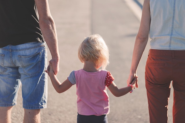מה חשוב לקחת בחשבון כאשר מגדלים ילד בבית עם שתי שפות