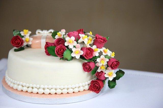 עוגת בצק סוכר למבוגרים