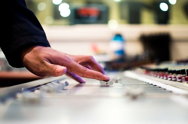 כמה עולה קורס DJ